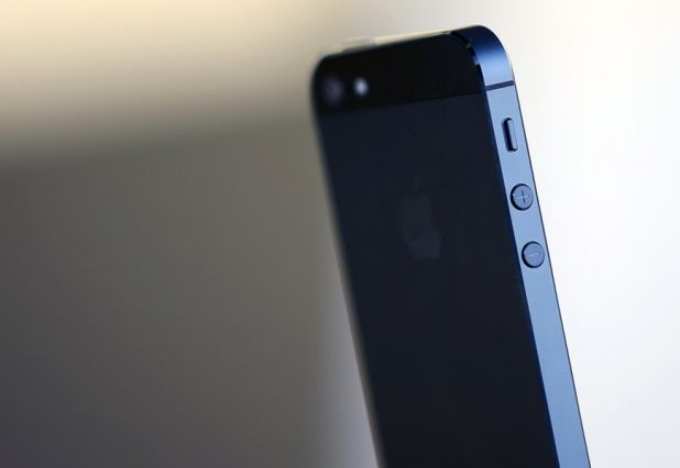 """iPhone 5S được trang bị camera 8 """"chấm"""""""