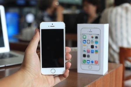 Giá bán của bộ đôi iPhone mới sẽ giữ nguyên cho đến khi các nhà mạng phân phối chính hãng